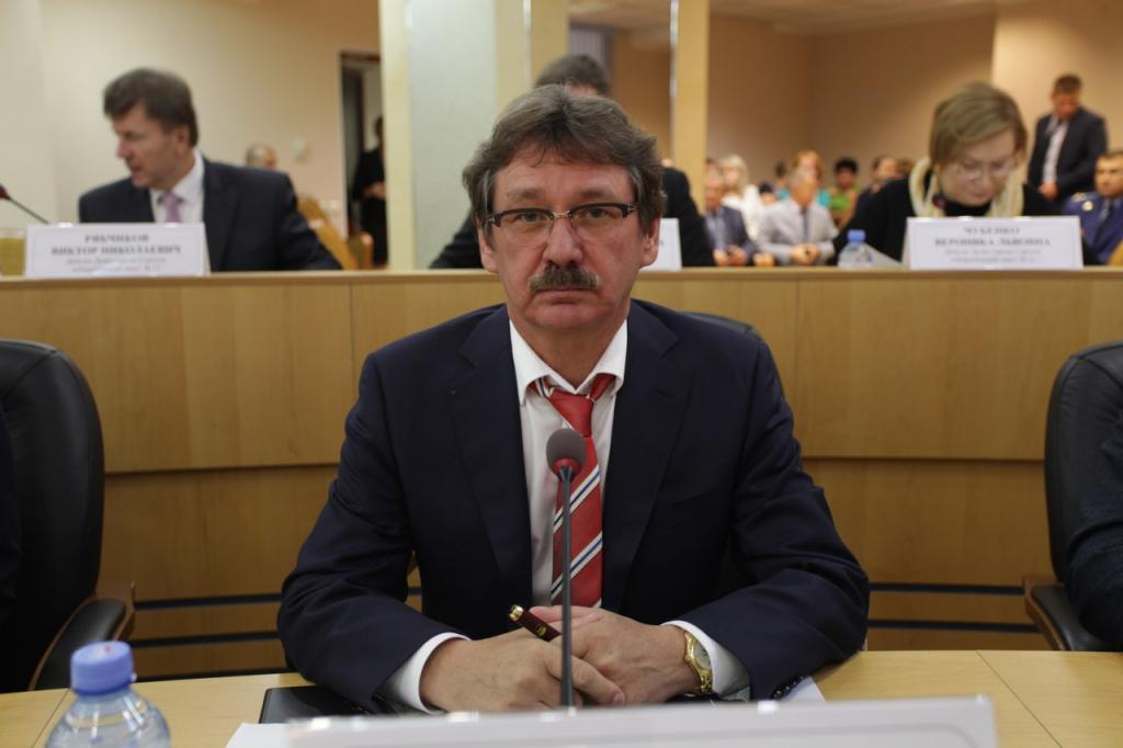 Сургутский депутат задекларировал 29 квартир, десять самолетов и газопровод