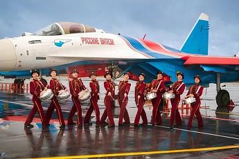 «Русские Витязи» снялись в клипе с музыкантами Сургутской филармонии