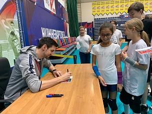 В Нижневартовск приехал серебряный призер XXXII Олимпийских игр в Токио волейболист Артем Вольвич
