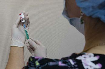 Почти 570 000 жителей Югры привились первым компонентом вакцины против коронавируса